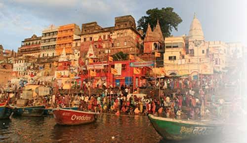 Contemplate Gaths bathing in Varanasi